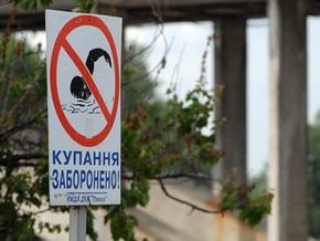 Трое киевлян упали с прогулочной лодки в воду