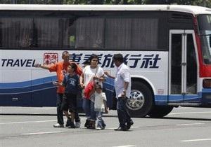 На Филиппинах уволенный полицейский захватил туристический автобус