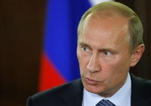 Путин считает, что политическая система России помогла преодолеть трудности в стране
