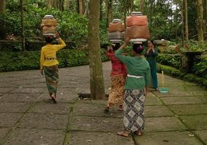 В Индонезии мэра города уволили из-за двоеженства