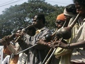В Индии протестуют тысячи заклинателей змей