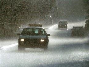 В Крыму на мокрой дороге столкнулись три автомобиля и автобус