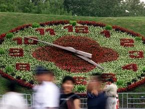 В центре Киева начали устанавливать цветочные часы