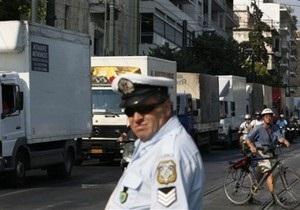 В Афинах сожгли налоговую инспекцию
