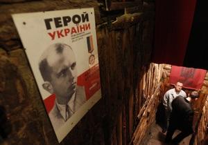 Опрос: Большинство украинцев не поддерживают присвоение Бандере звания Героя