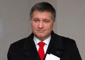Оппозиция попросит Интерпол не выставлять Авакову  красную карточку
