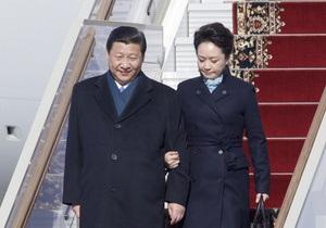 Первую леди Китая назвали новой иконой стиля
