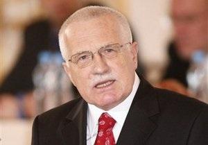 Президент Чехии заявил, что не разделяет позицию Гавела по Ливии
