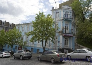 СМИ: В центре Киева неизвестные на бульдозерах начали разрушать памятник XI века