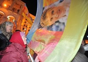 Сторонники Тимошенко привезут ей в подарок розы, воздушные шары и голубей