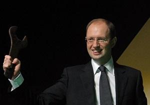 Яценюк рассказал, как в 90-е торговал на базаре и таксовал по ночам