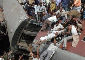 Число жертв железнодорожной катастрофы в Индии возросло до 35