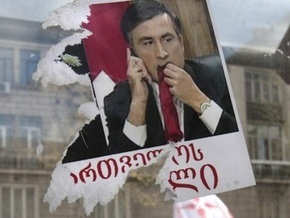 Активистам грузинской оппозиции раздали дубинки