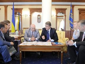 Перед вылетом в Ватикан Ющенко пообщался с главами НБУ и СБУ