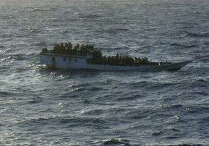 Судно с беженцами затонуло у берегов Индонезии