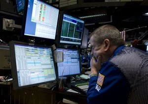 Неопределенность на мировых биржах держит украинских торговцев в нервозности - эксперты
