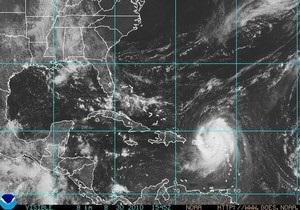 Ураган Эрл достиг четвертой степени опасности