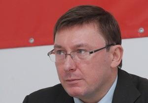 Луценко: Завалить министра - и дорога к ограблению открыта