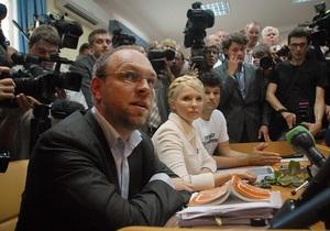 Власенко: Ехануров и Янукович должны находиться на скамье подсудимых рядом с Тимошенко