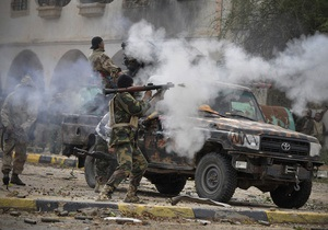Сторонники Каддафи держат оборону нескольких кварталов в центре Сирта