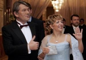 Ющенко с семьей покидает президентскую резиденцию в Конча-Заспе