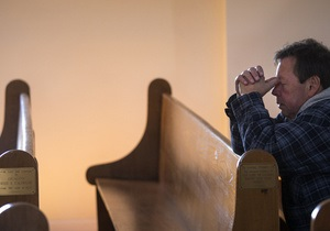 Житель США подал в суд на церковь из-за распятия, которое исцелило его жену, но лишило его ноги