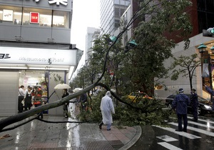 В Японии растет число жертв тайфуна Роке