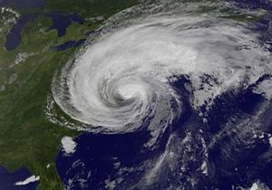 Ураган Айрин ослаб до тропического шторма