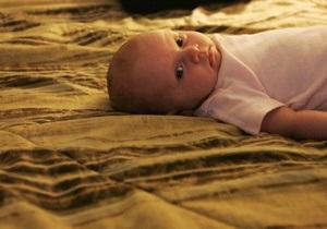 Сон в одной постели с родителями повышает риск смерти младенцев