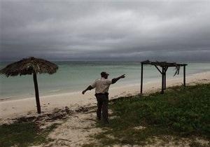 На столицу Кубы обрушился шторм Паула