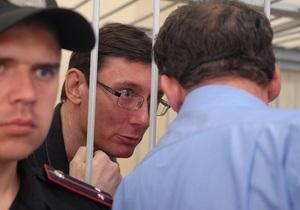 Завтра суд продолжит рассмотрение дела Луценко