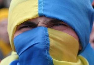 Опрос: Половина украинцев считают, что ситуация в Украине развивается в неправильном направлении
