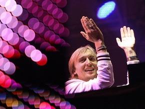 На Global Gathering в Киеве Дэвид Гетта справил нужду на забор у сцены
