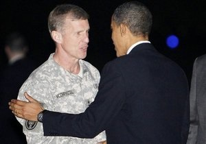 Хамид Карзай вступился перед Обамой за командующего силами НАТО в Афганистане