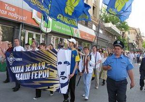В Запорожье прошел марш в вышиванках