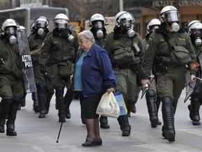 В Греции уборщицы во время демонстрации ранили четырех полицейских
