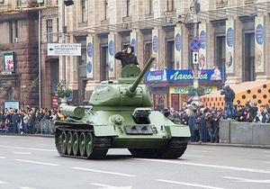 В Киеве прошел парад в честь 69-й годовщины освобождения от фашистских захватчиков