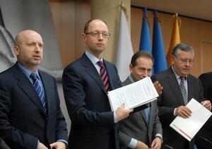 Оппозиция попала в зал заседаний Рады, собирает подписи за отставку Рыбака и Пшонки