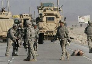 США- Американские военные в Афганистане уничтожают военную технику и продают как металлолом