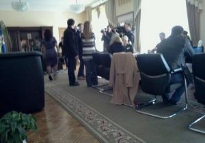 Противники незаконных застроек ворвались в кабинет Попова