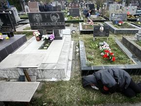 На кладбищах Киева в поминальные дни будут дежурить наряды милиции