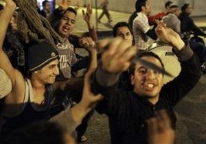 Тысячи сторонников Мубарака направляются в центр Каира