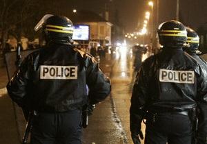 Во Франции после ограбления банка преступник, вооруженный саблей, потерял сумку с деньгами