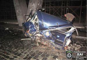 Смертельное ДТП в Киеве: внедорожник наехал на припаркованный автомобиль