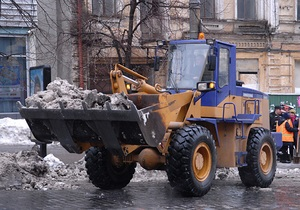 На киевские дороги выехали снегоуборочные машины