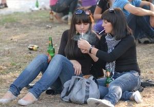 Пшонка: Каждый второй школьник курил и пил пиво, каждый четвертый - употреблял наркотики