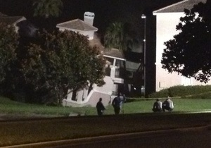 Во Флориде туристический коттедж провалился в 15-метровую воронку