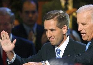 Сын вице-президента США обследуется в онкологическом центре - источник