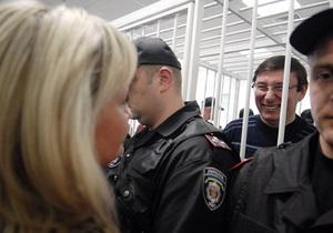 Луценко, несмотря на уговоры супруги, начал голодовку