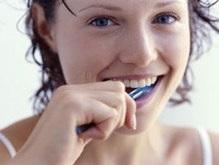 Ученые: Регулярная чистка зубов спасает от сердечных болезней